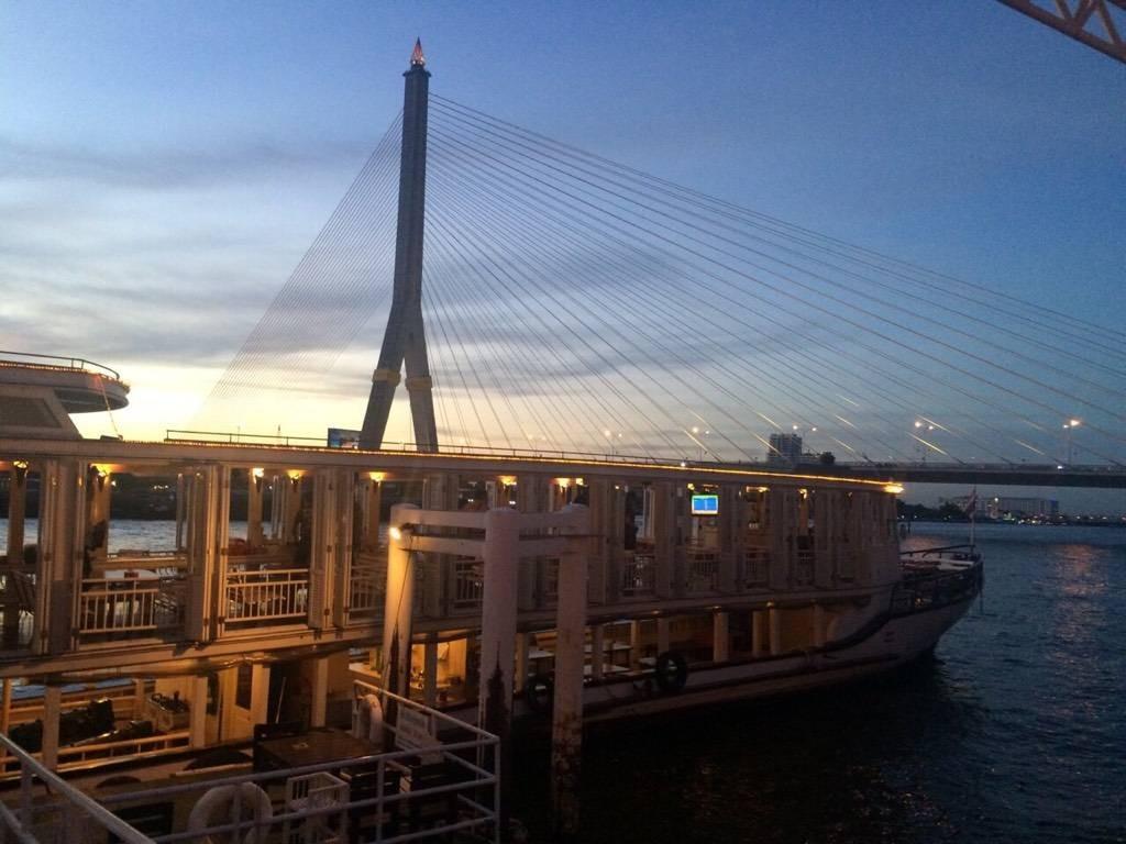 กินลมชมสะพาน