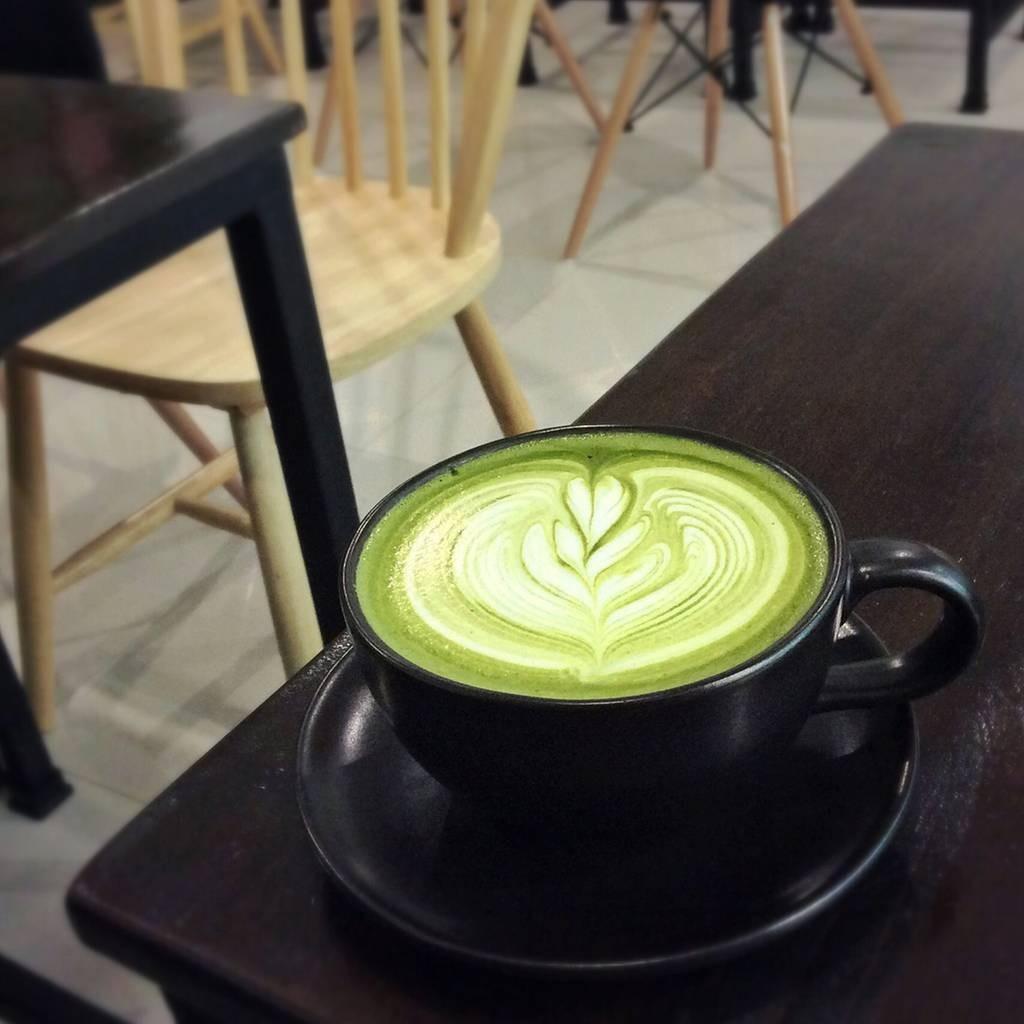 ชาเขียวร้อนมาพร้อมลาเต้อาร์ต