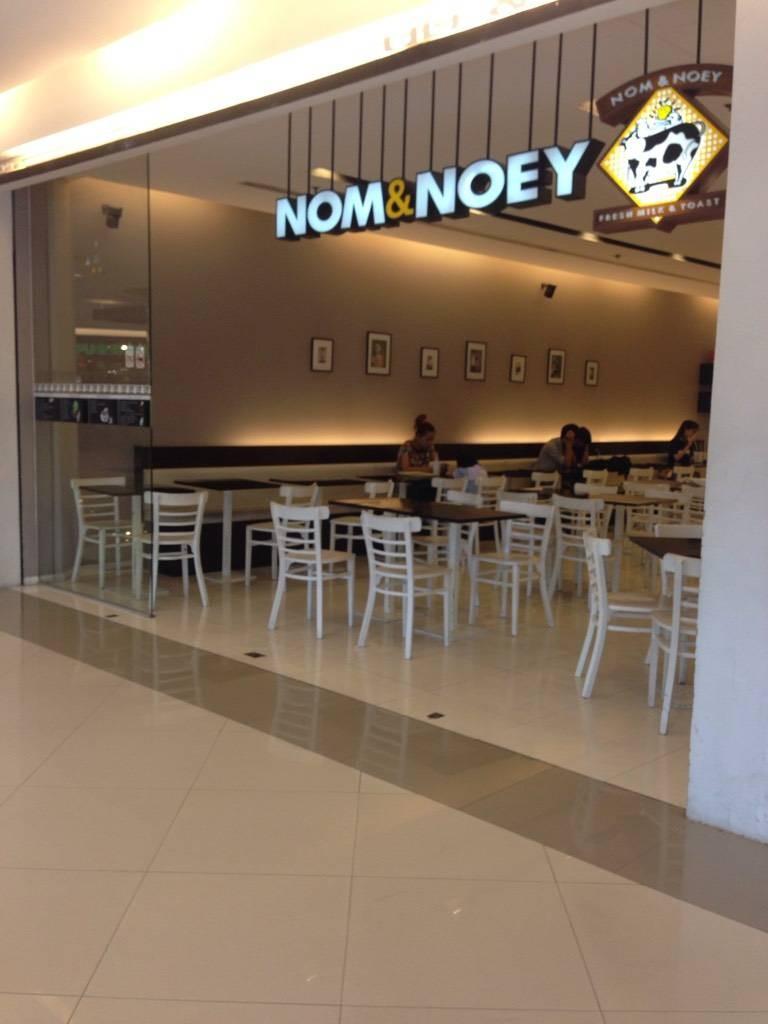 Nom & Noey ซีคอนศรีนครินทร์