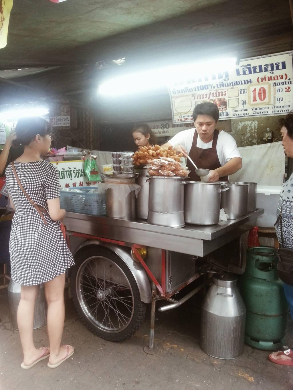 น้ำเต้าหู้เฮียฮุย ตลาดคลองเตย