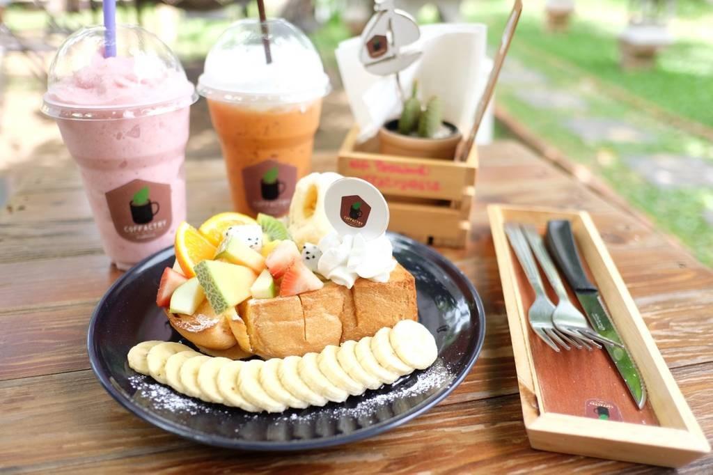 mix fruits toast, strawberry smoothie, thai tea