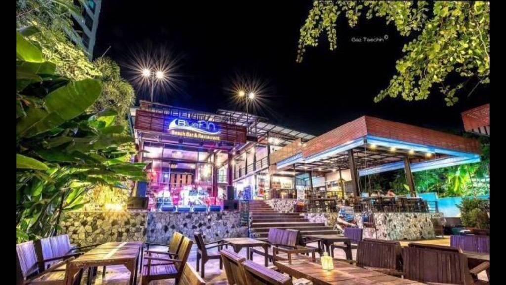 BlueFin Beach Bar & Restaurant