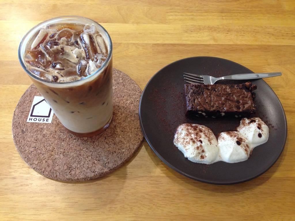 เมนูวันนี้ Machiato เย็น + Browny ฟองนม