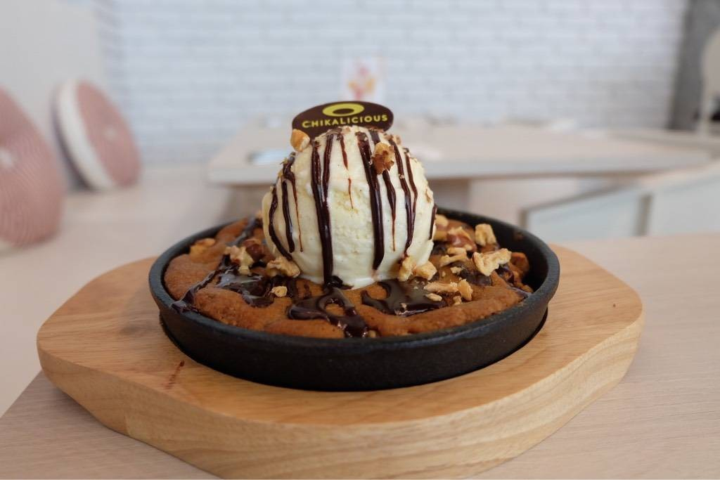 Skillet chocolate chip cookie sundae (185+)