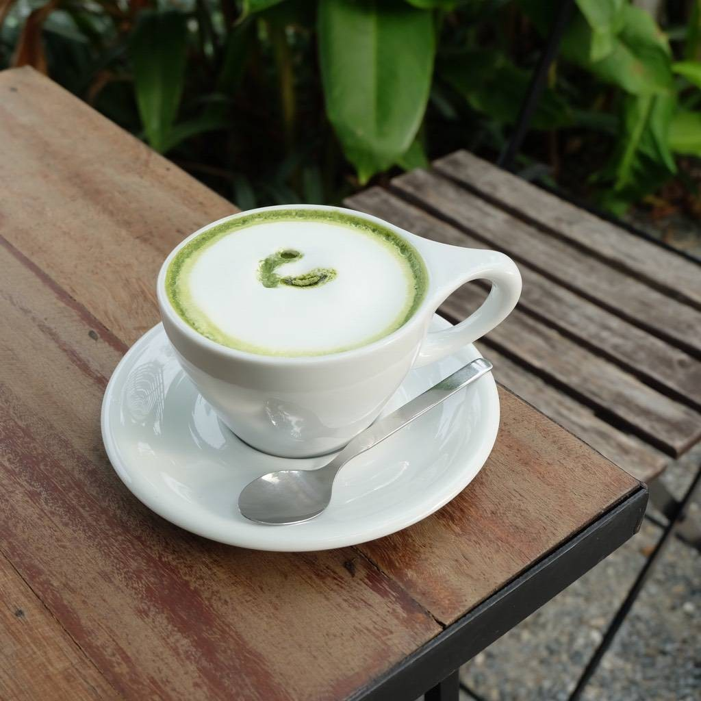 Hot green tea latte (75.-)
