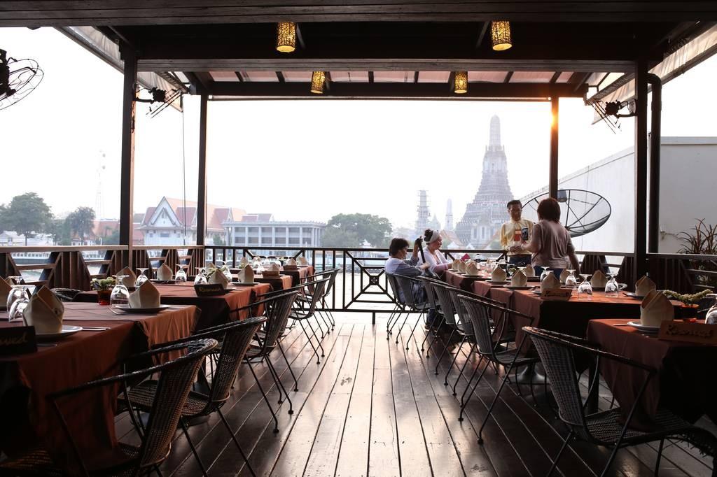 The Deck by the river โรงแรมอรุณเรสซิเด้นท์