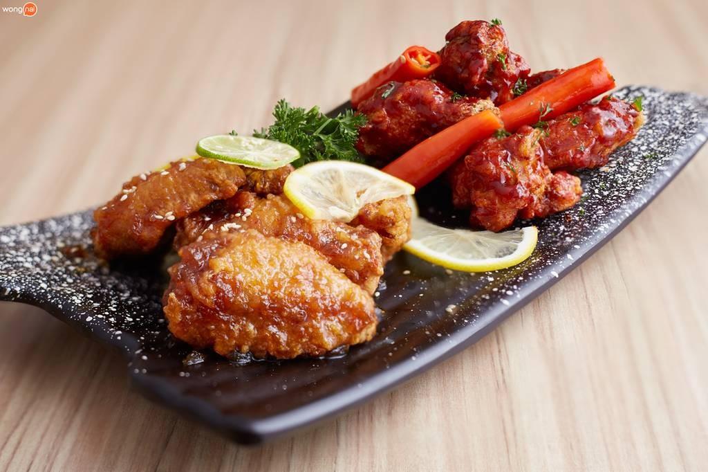 ไก่ทอดสไตล์เกาหลี 2 รส 2 ขั้ว  (เริ่มต้นที่ 130 บาท สำหรับ 4 ชิ้น)