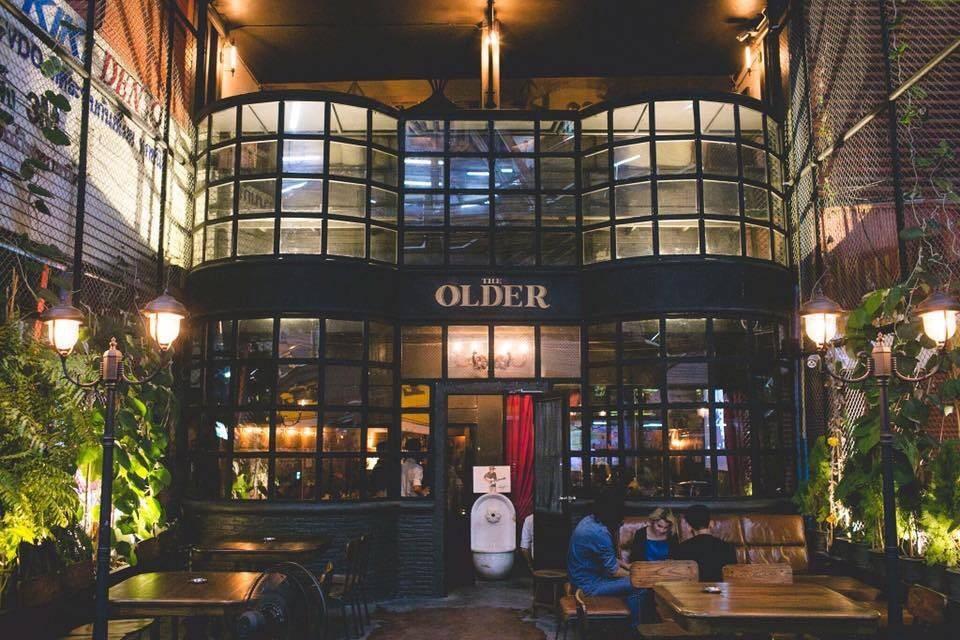 OLDER สถานีรถไฟฟ้าบีทีเอส สนามเป้าทางออกที่ 2