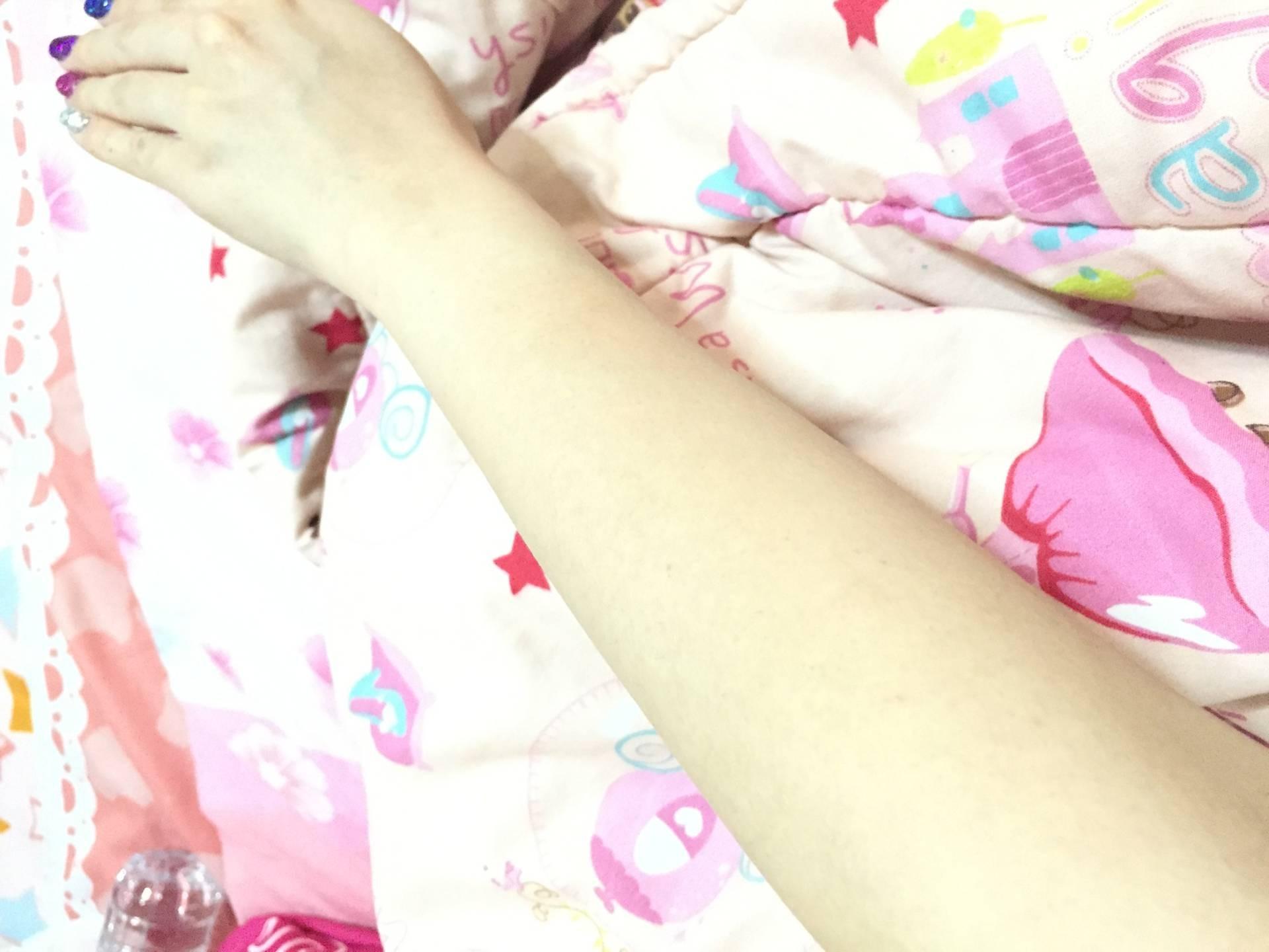 แขนตอนแว็กแล้วคะ ปกติขนเยอะมากคะ