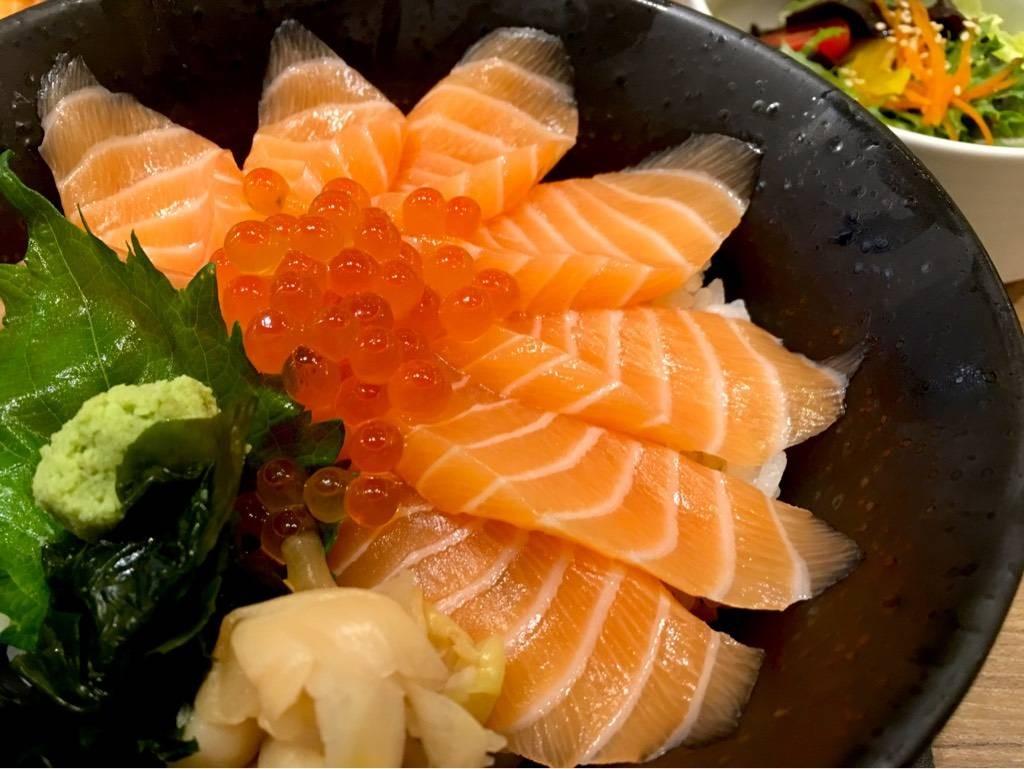 ข้าวหน้าปลาแซลมอน ของโปรดเก๊าเรย อิอิ ^^