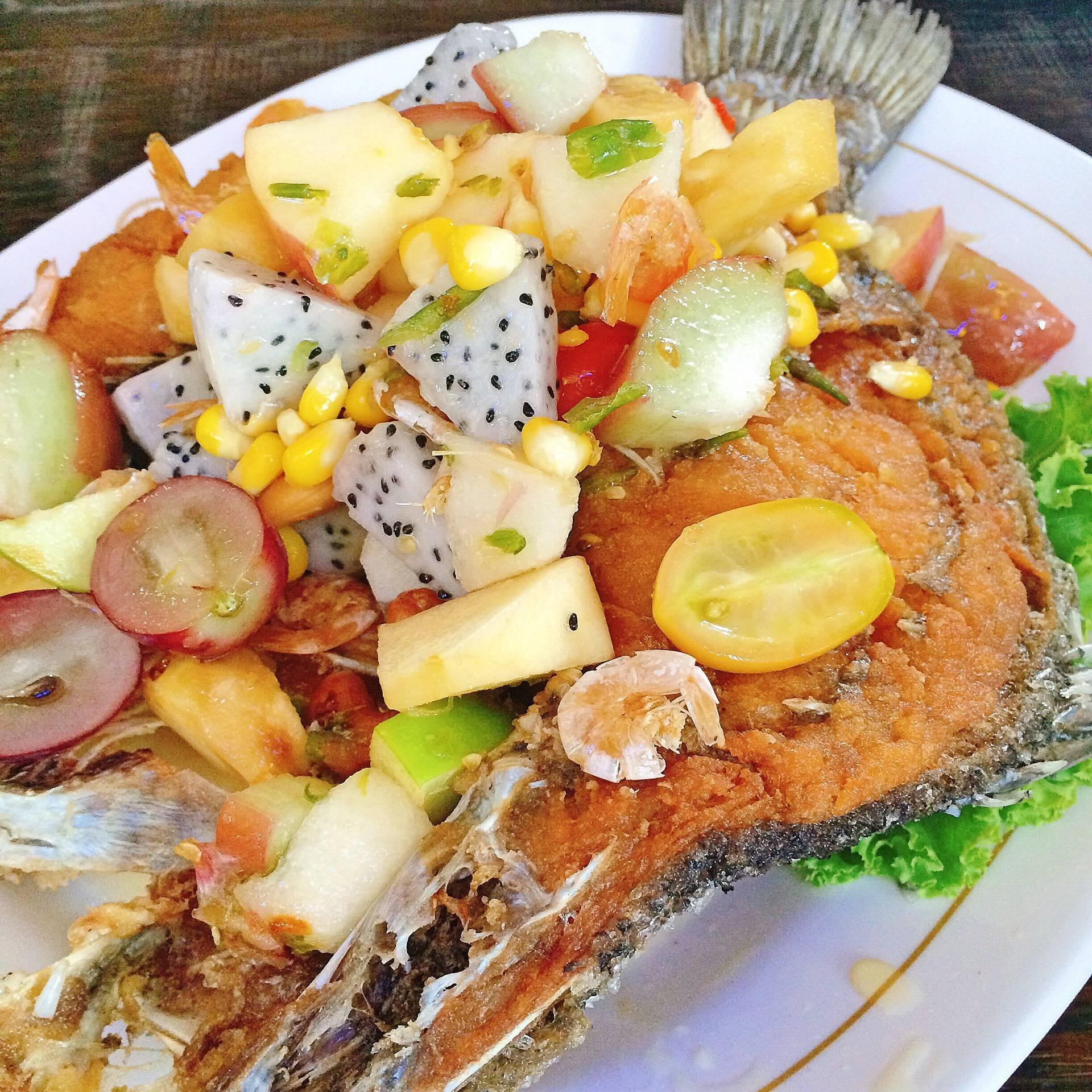 เมนูนี่ชอบค่ะ มีผักผลไม้เยอะ (คง 9 อย่าง) น้ำราดเปรี้ยวหวาน ชอบมาก เข้ากับปลาดี