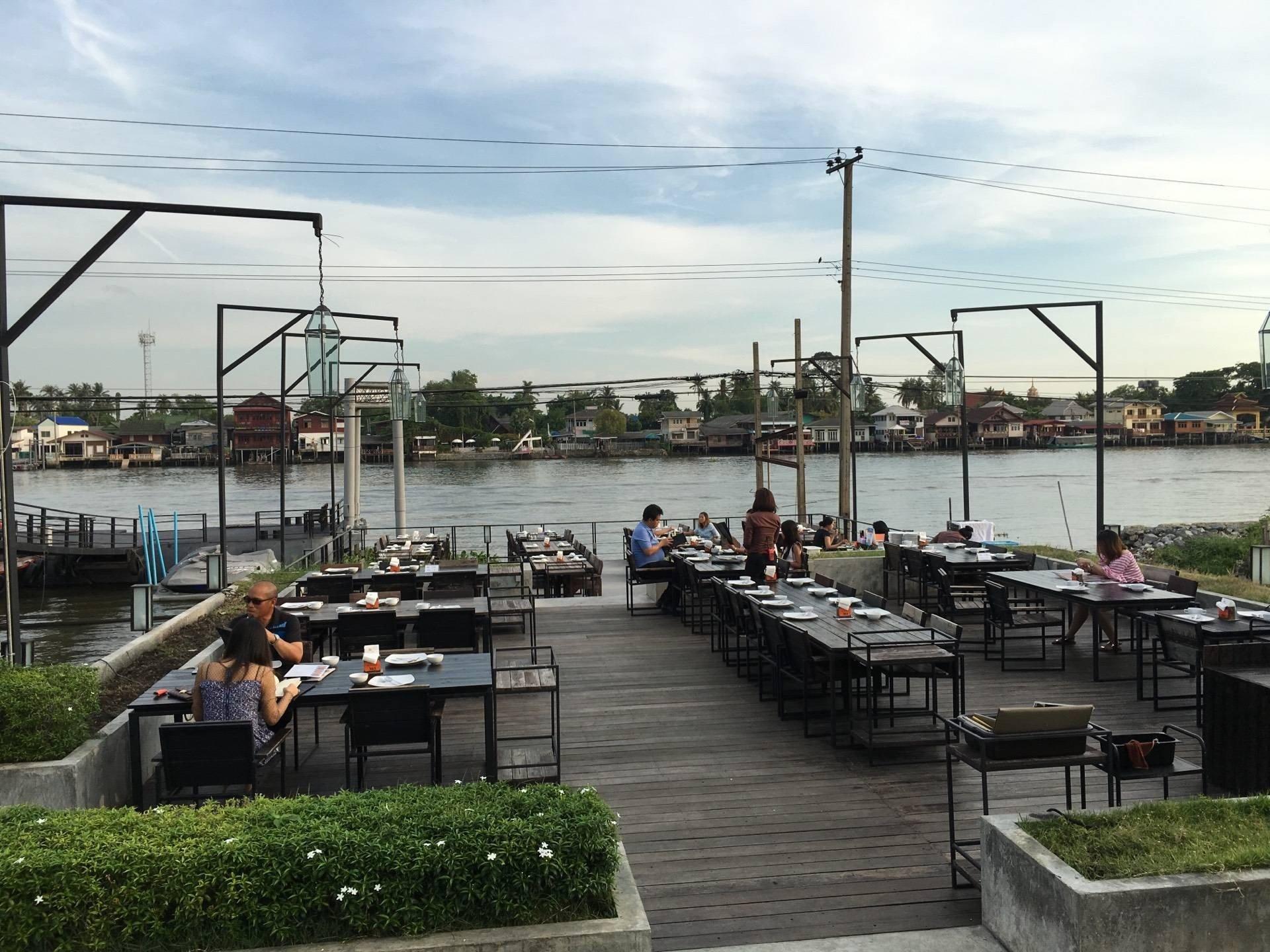 RIVER WINE Restaurant and Wine Bar ปากเกร็ด