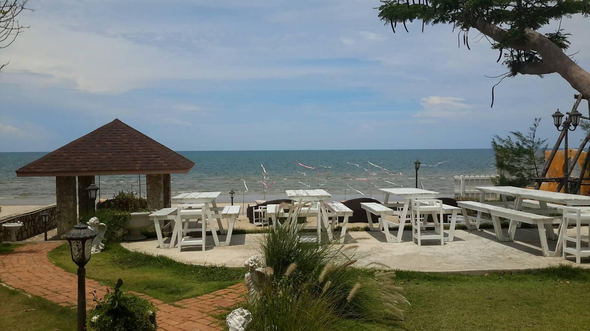 Laciana by the sea