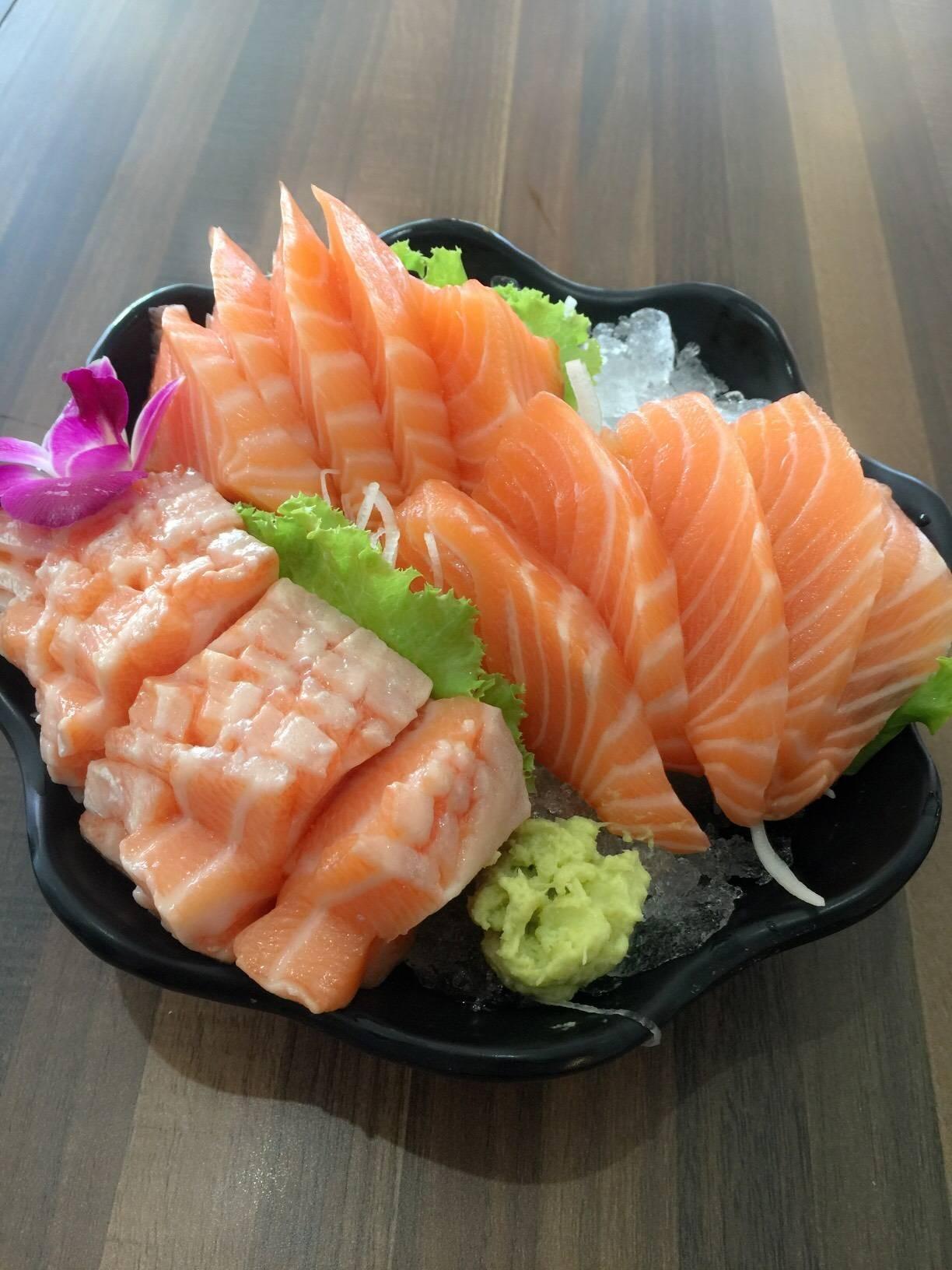 Salmon Sashimi 2 ชุด และ Salmon Toro Sashimi 😇😇