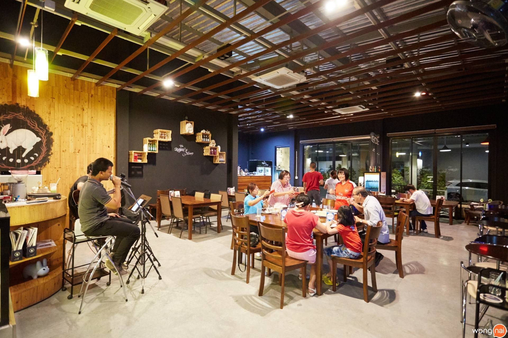 Rabbit's Moon Craft Beer Shop & Restaurant Farthai Residence