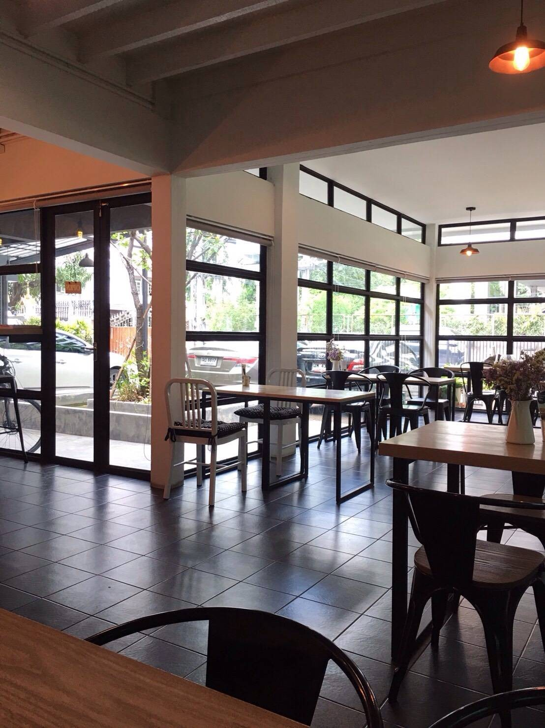 Ease Cafe&CoWorking Space