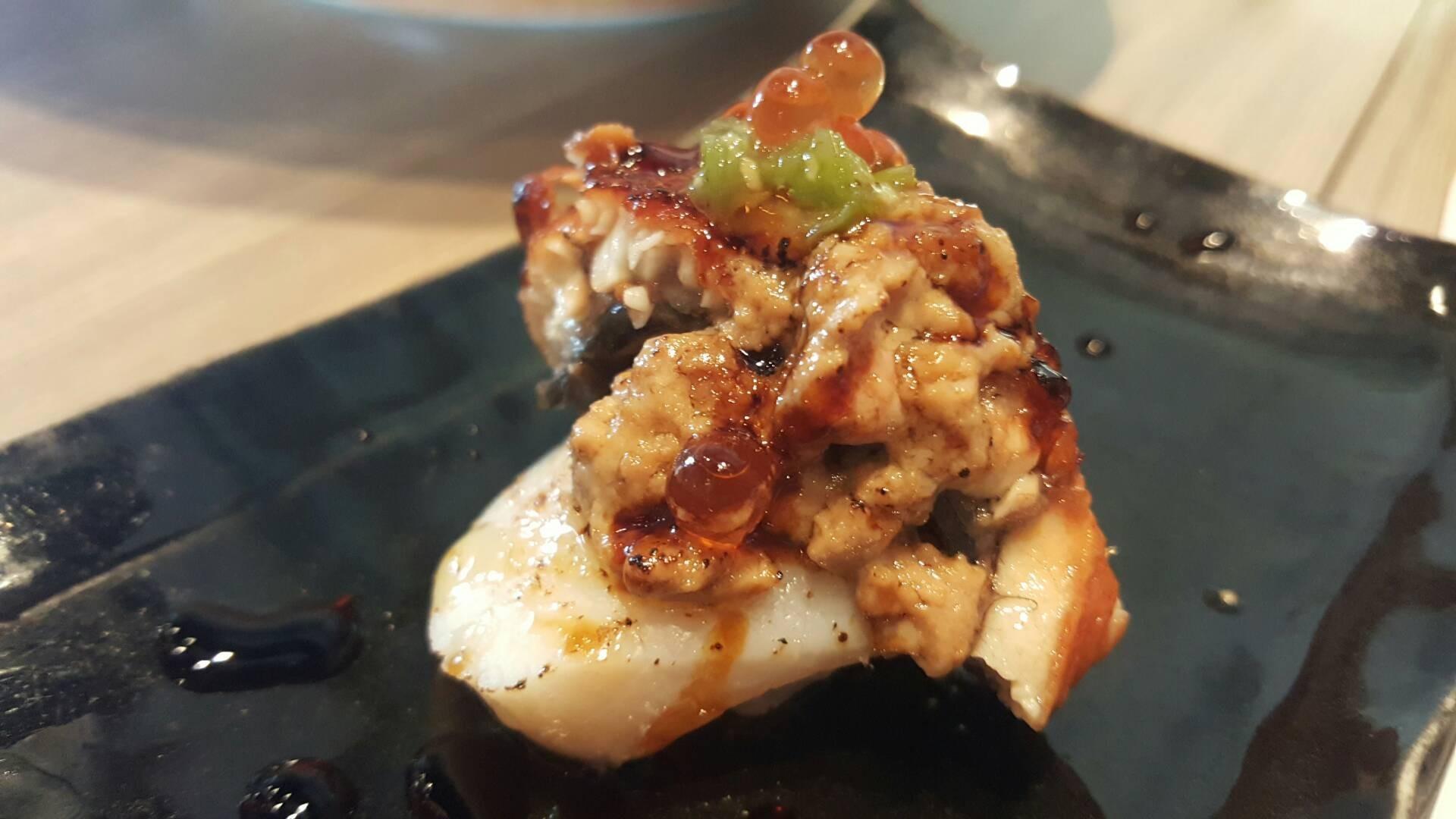 Hotate Unagi Foiegras Fusion : Hotate ชิ้นใหญ่ดี เนื้อปลาไหลหอมๆหวาน Foeigras หว