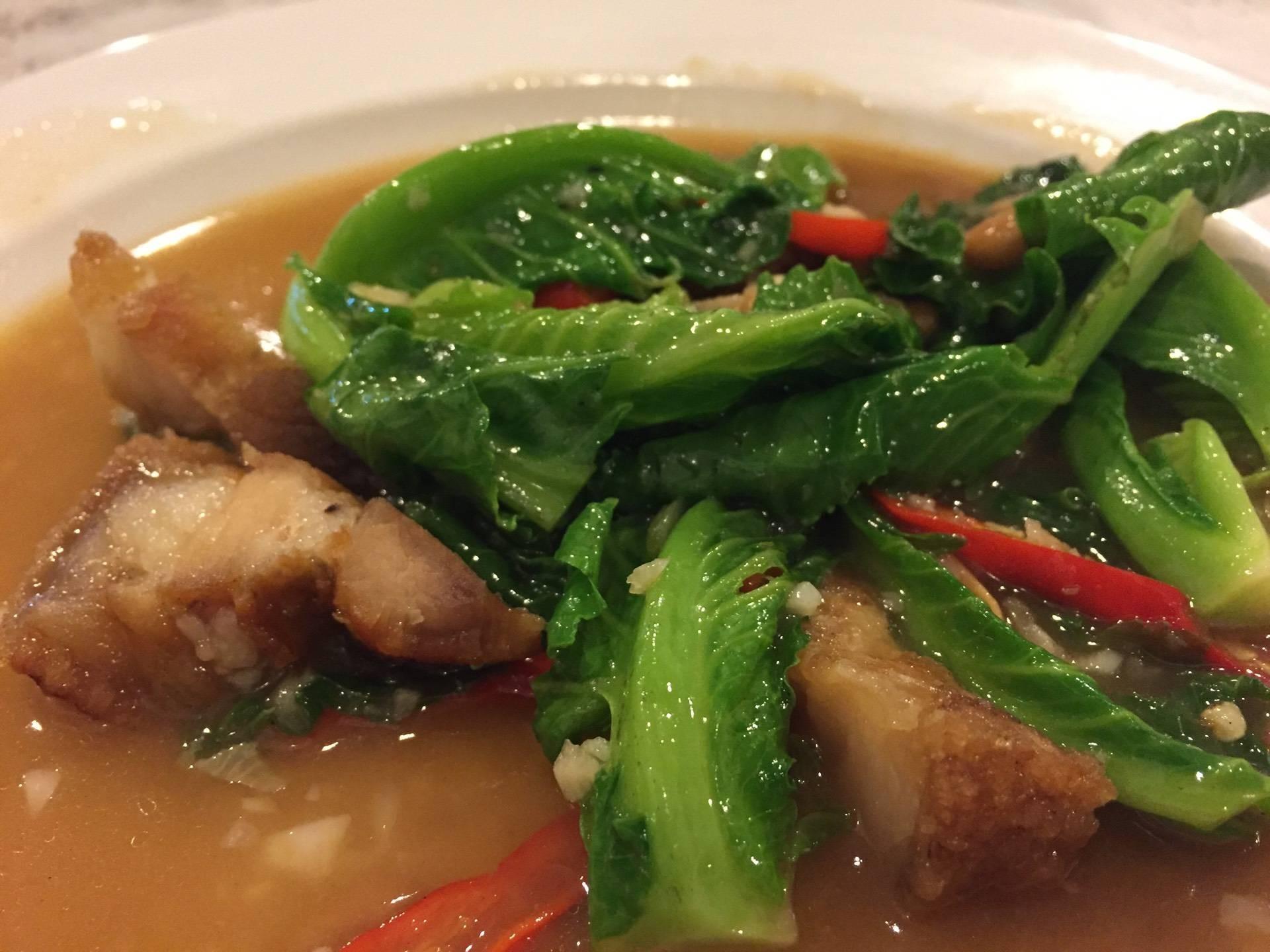 ข้าวต้มปลา เกาะสีชัง (ป้าเตี้ย เจ้าแรกดั้งเดิม)