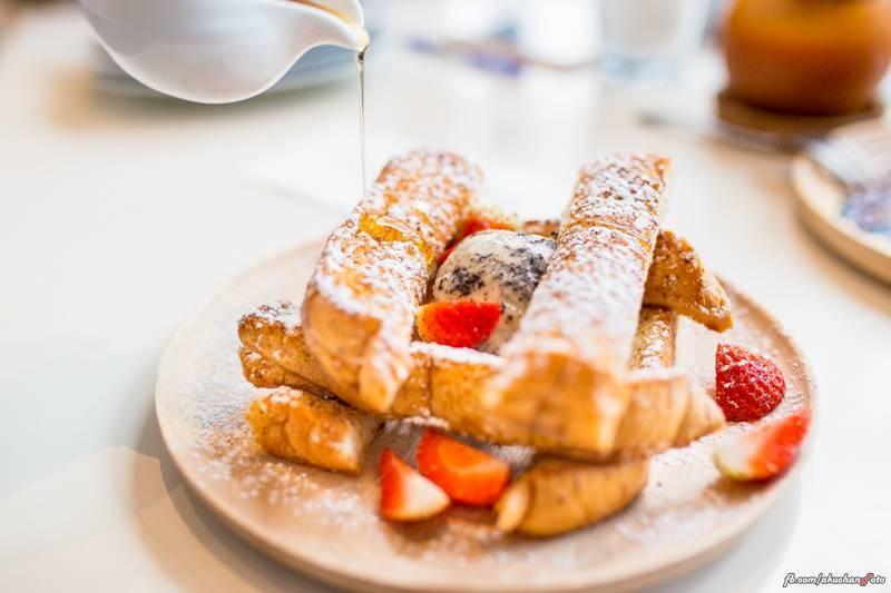 """French Toast  with Ice Cream"" 180฿ ขนมปังเฟร้นโทสชุบไข่ตัวขนมปังหอมกรุ่นชอมมากๆ"