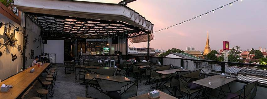 At-mosphere rooftop cafe'