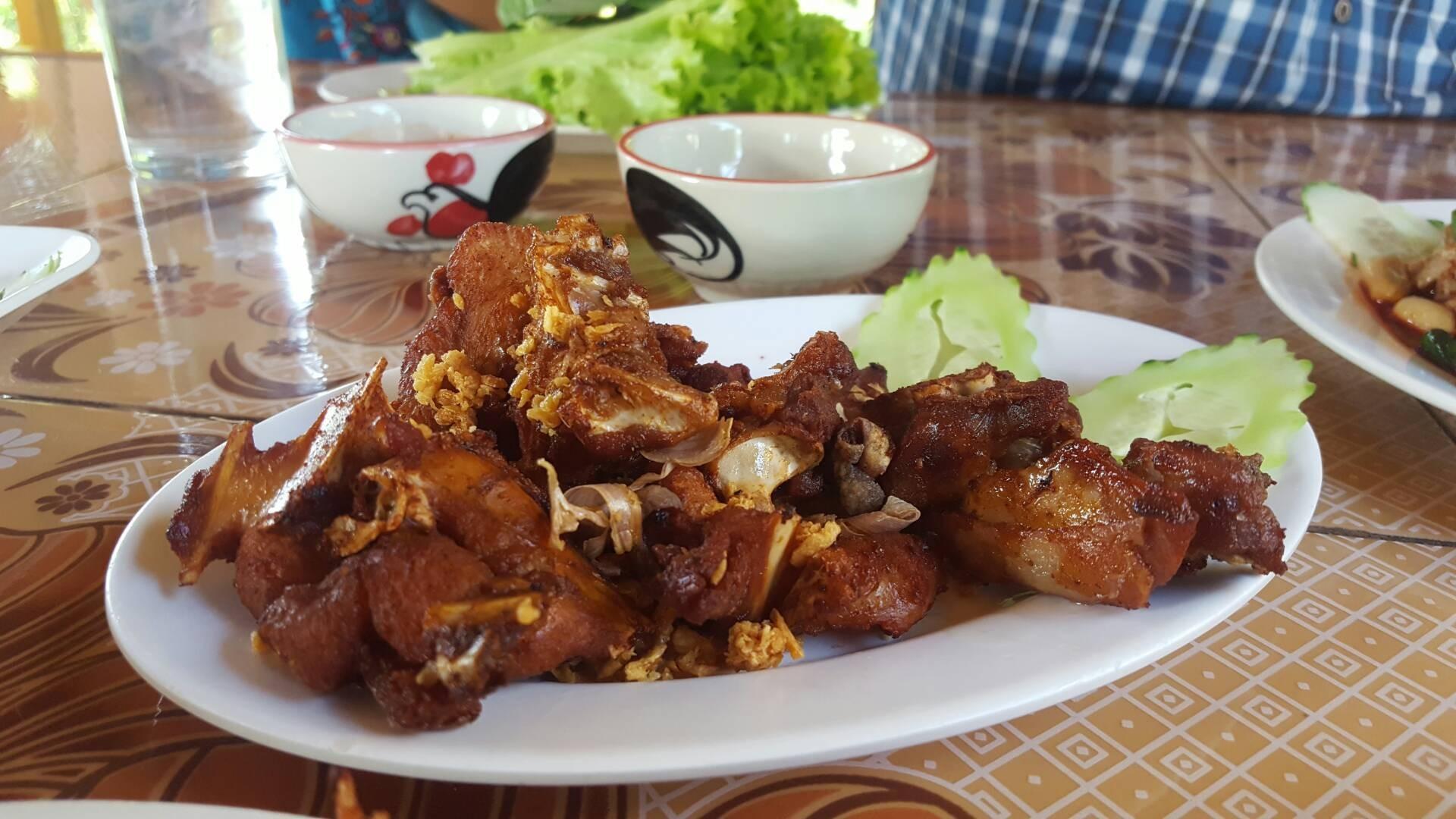 เนื้อเหนียวกว่าไก่ทั่วไป แต่แทะมันส์มาก ควรกินตอนร้อนๆ