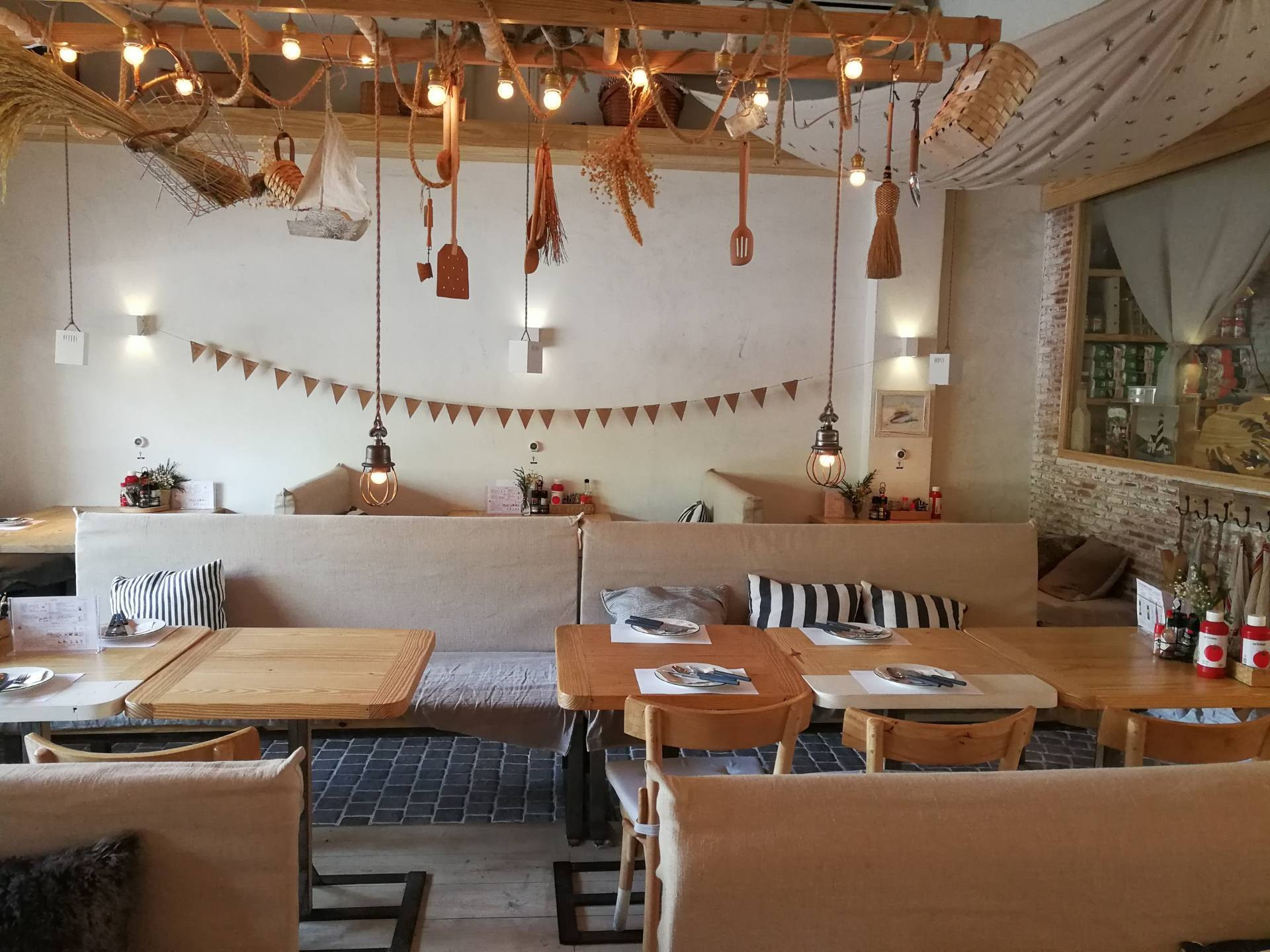 (un) FASHION Cafe & Dining