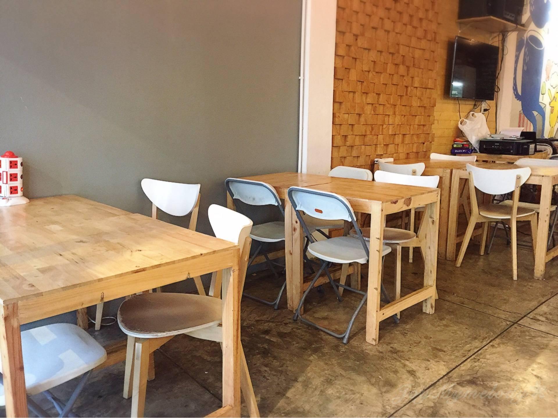 Let's Say Cafe : 24 Hours ราชวิถี 3