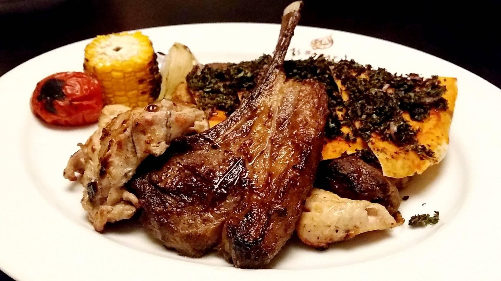 ปกติ Lamb Chop จะอยู่ในชุด Al Saray Special Mixed Grill นะคะ