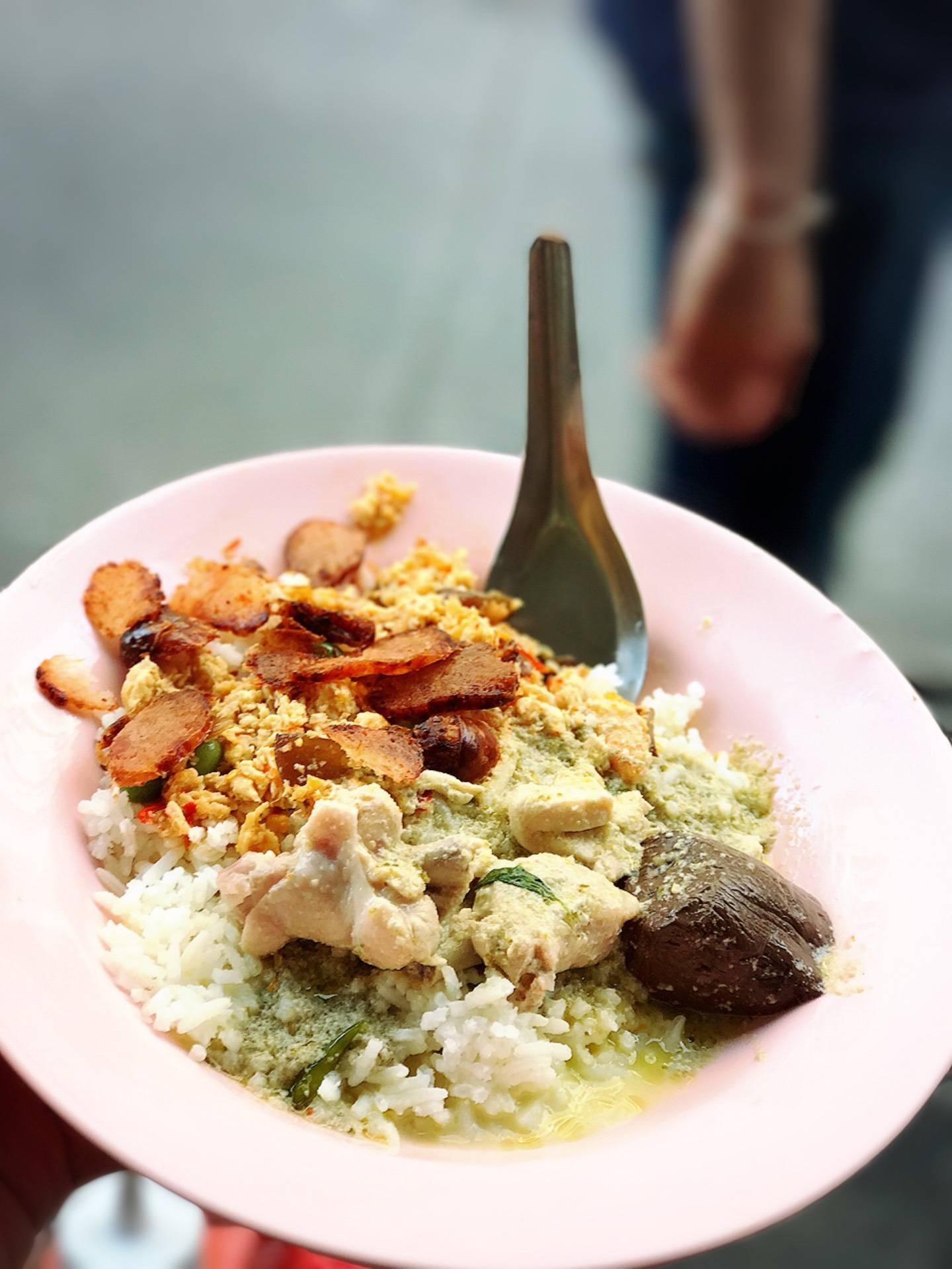 แกงเขียวหวานไก่ ผัดปู กุนเชียง