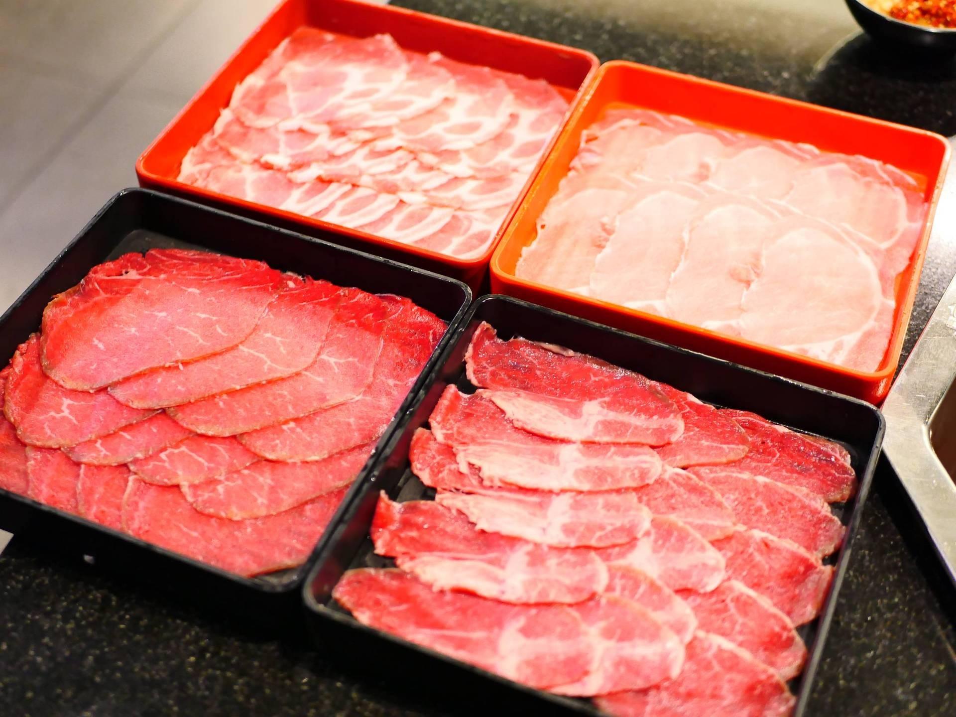 เนื้อสัตว์มีทั้งเนื้อหมูและเนื้อวัวคุณภาพค่อนข้างดี