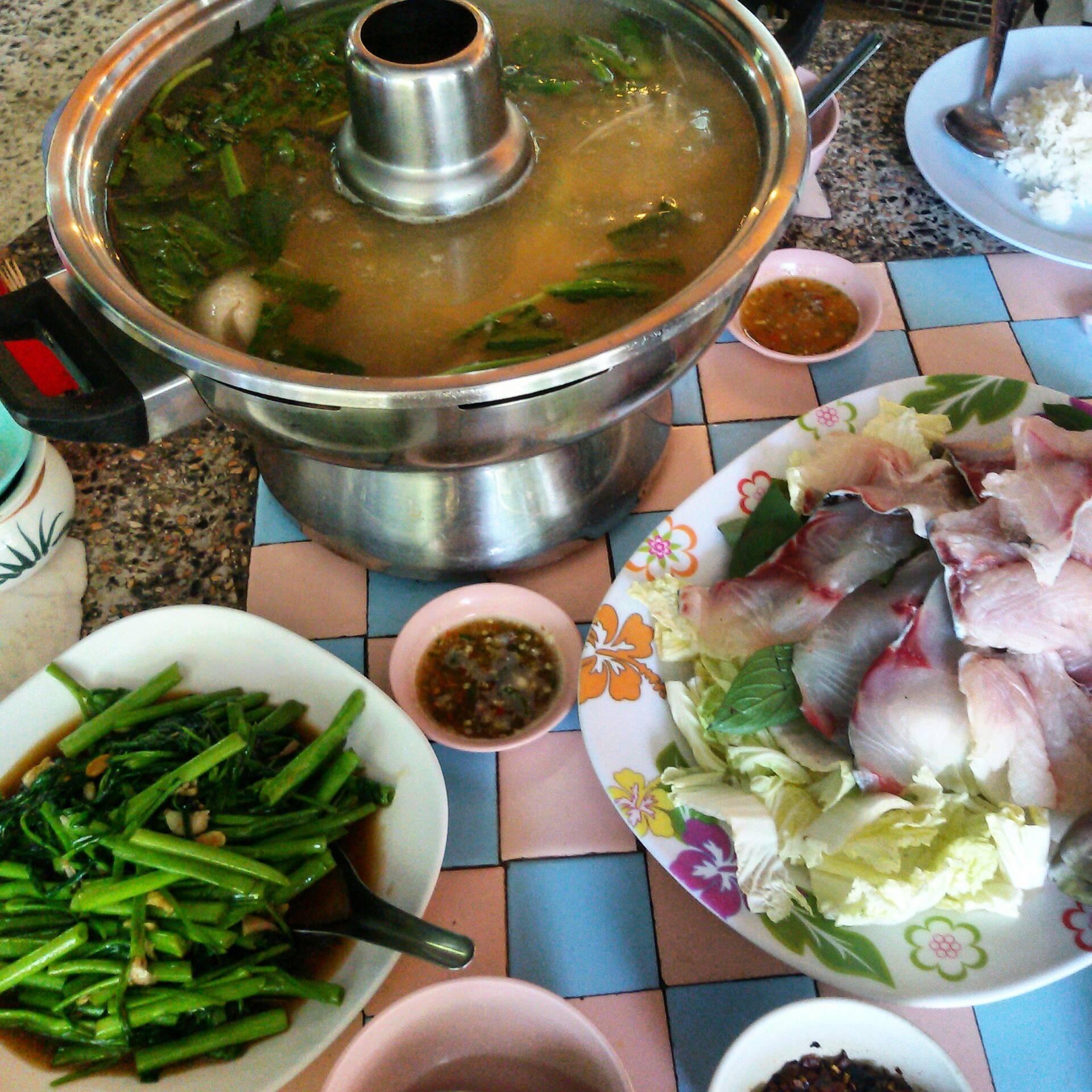 ปลาจุ่ม ผัดผักบุ้ง