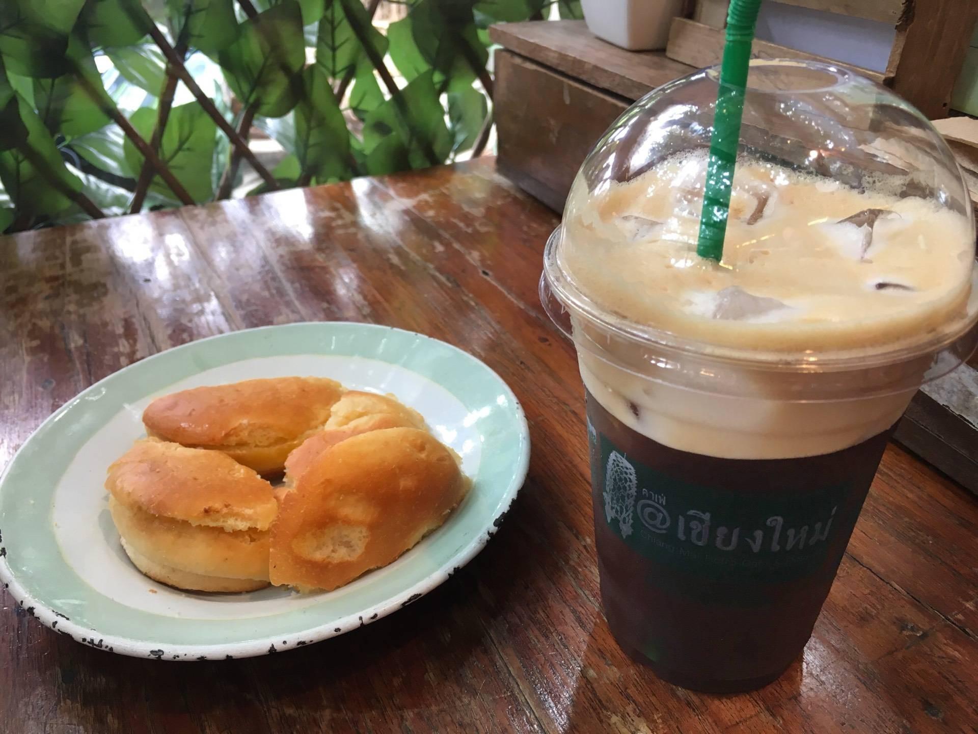 กาแฟกลมกล่อม ขนมปังให้เต็ม5ดาวเลยคะ อร่อยมว๊ากกกก บรรยากาศร้านเย็นๆคนไม่เยอะมาก