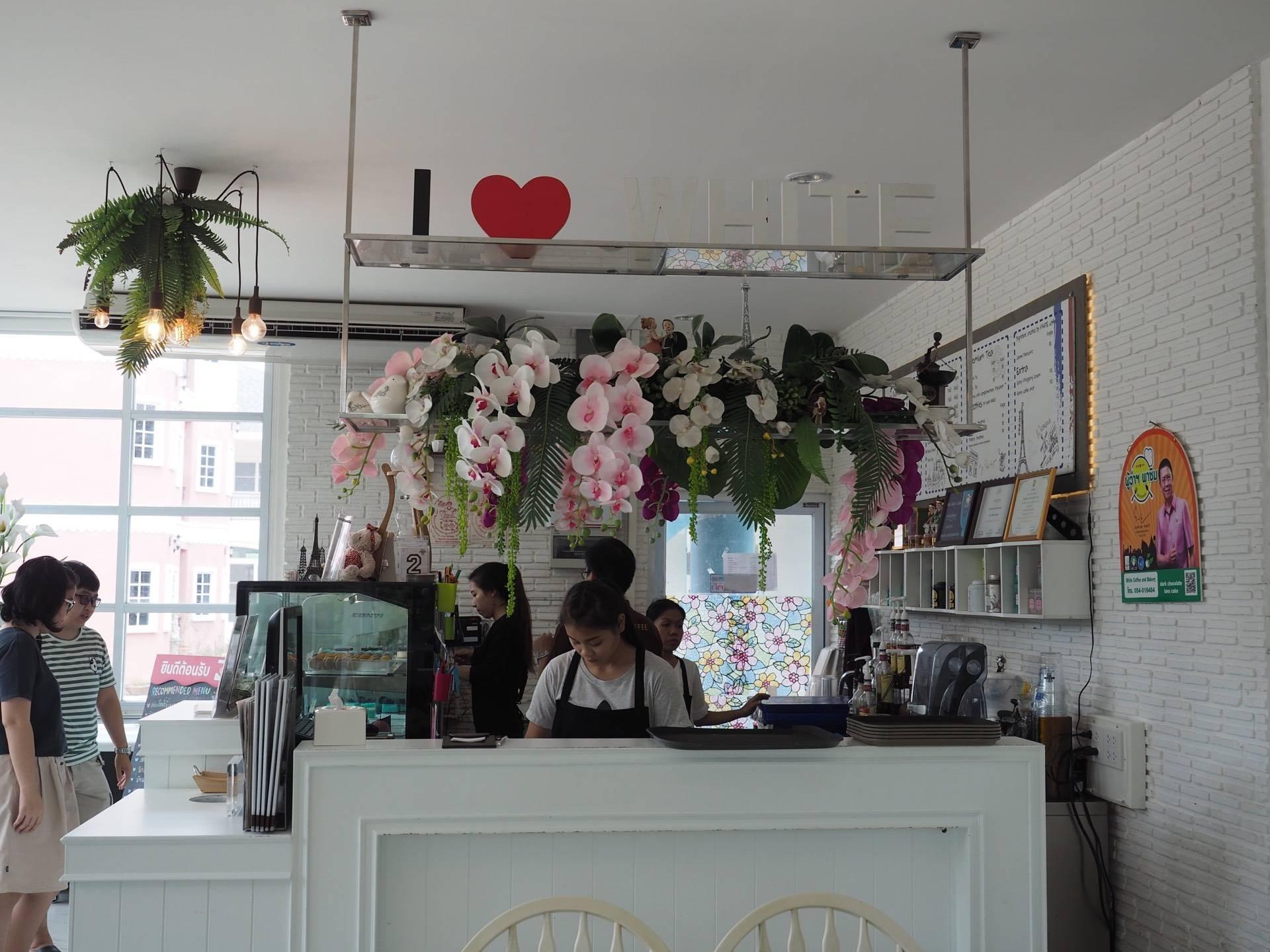 บรรยากาศ WHITE COFFEE AND BAKERY Lampang
