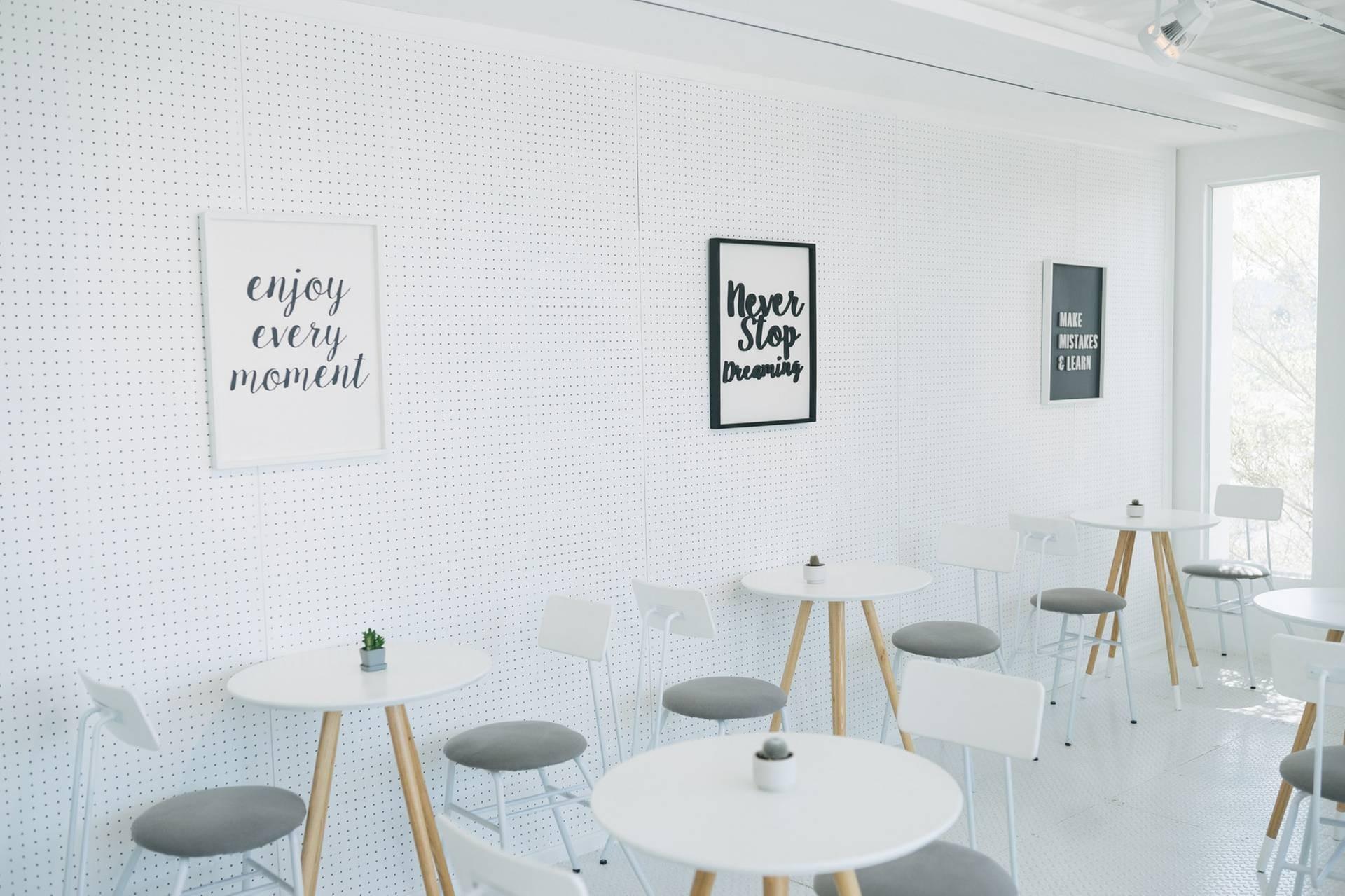 ร้านกาแฟสไตล์มินิมอล สีขาว ทำจากตู้คอนเทรนเนอร์
