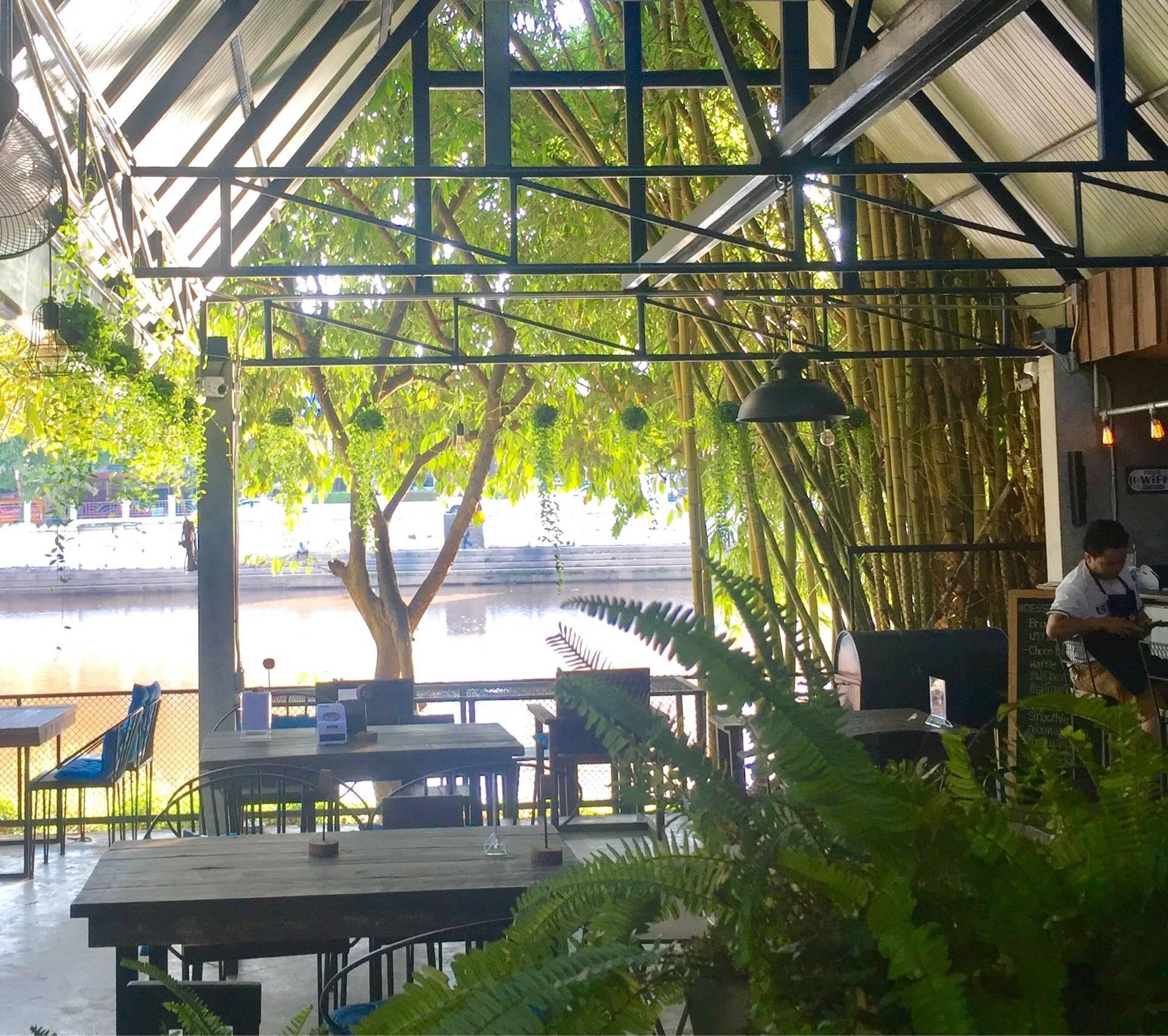 Serene Backyard Cafe&Eatery