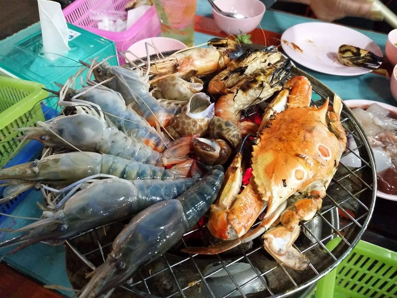 อาหารทะเลเผา กุ้ง ปู หอย