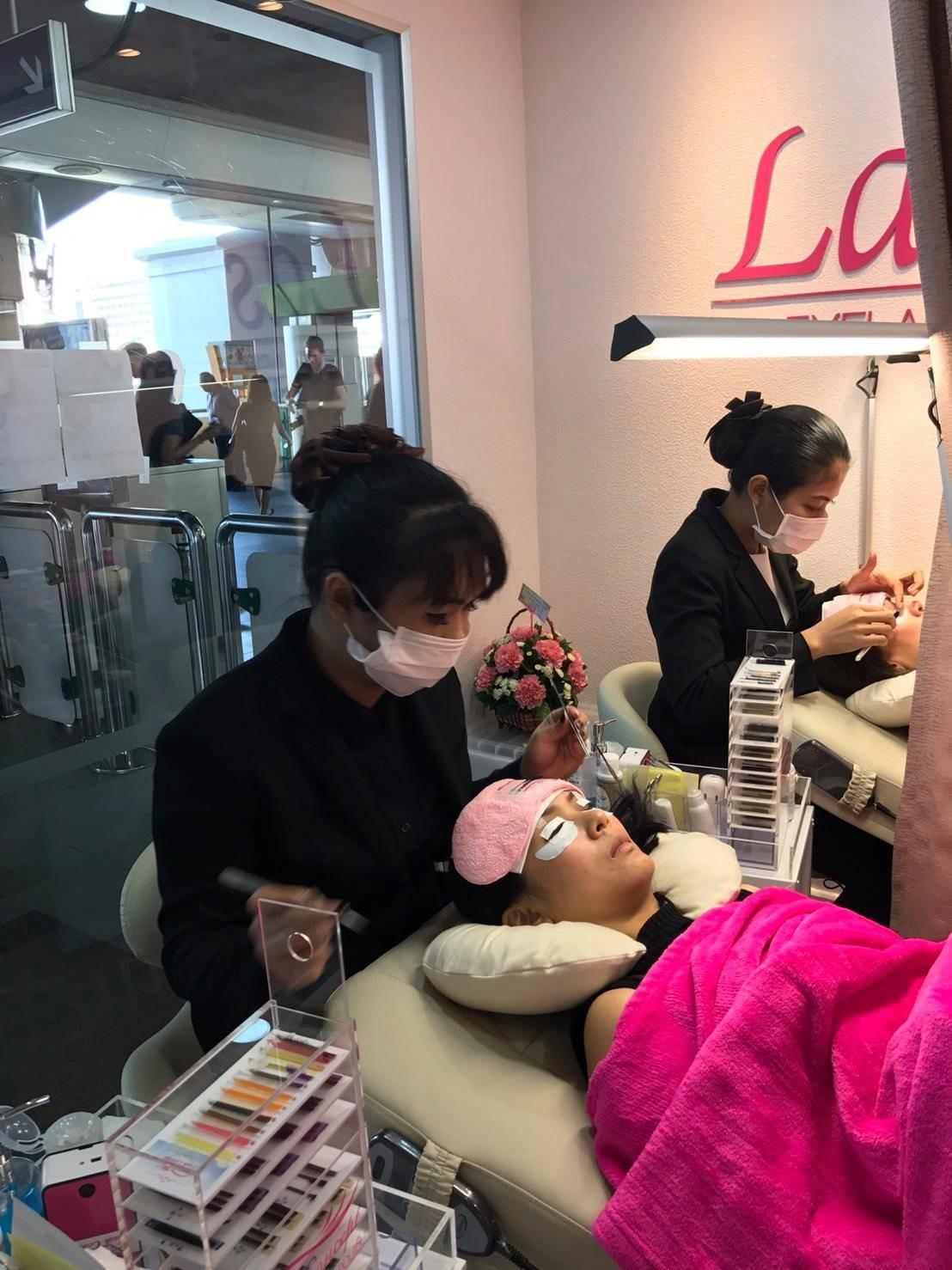 Lashury Eyelash salon บีทีเอสเอกมัย