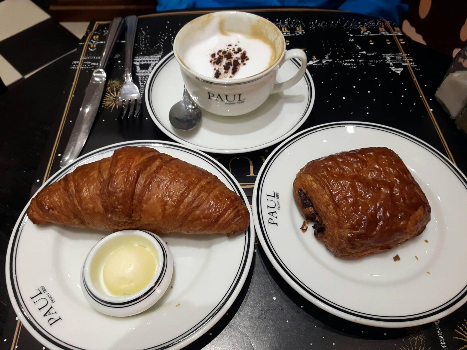 และ chocolate croissant