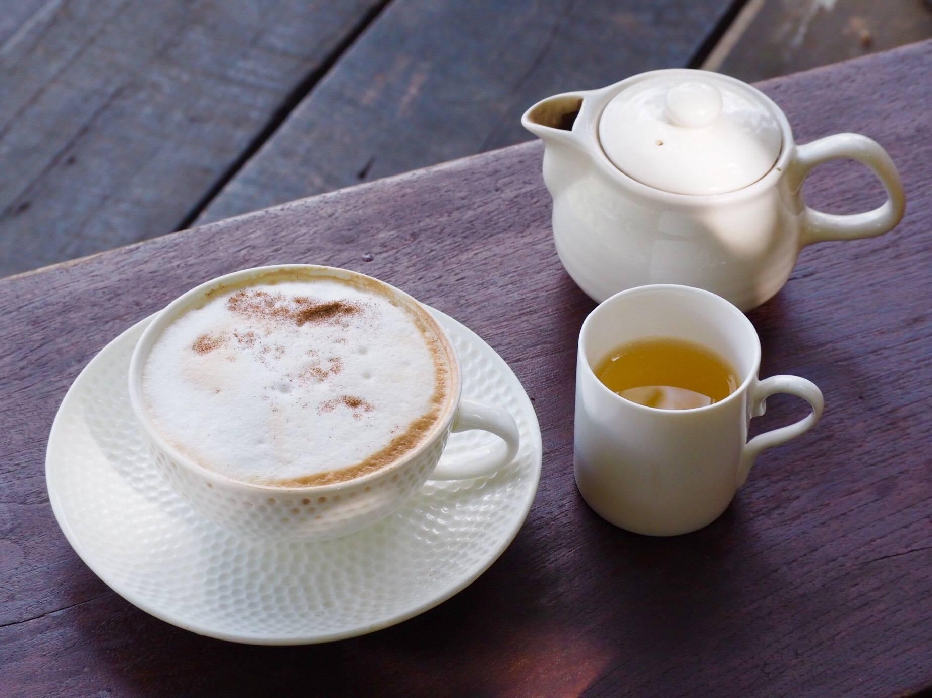 กาแฟร้อน เสิร์ฟคู่กับชาร้อน
