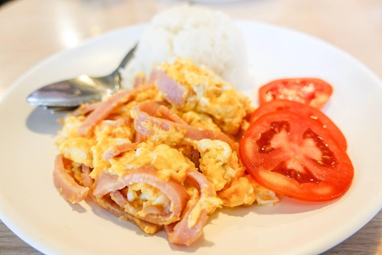 ข้าวไข่ขยี้แฮม (69THB)