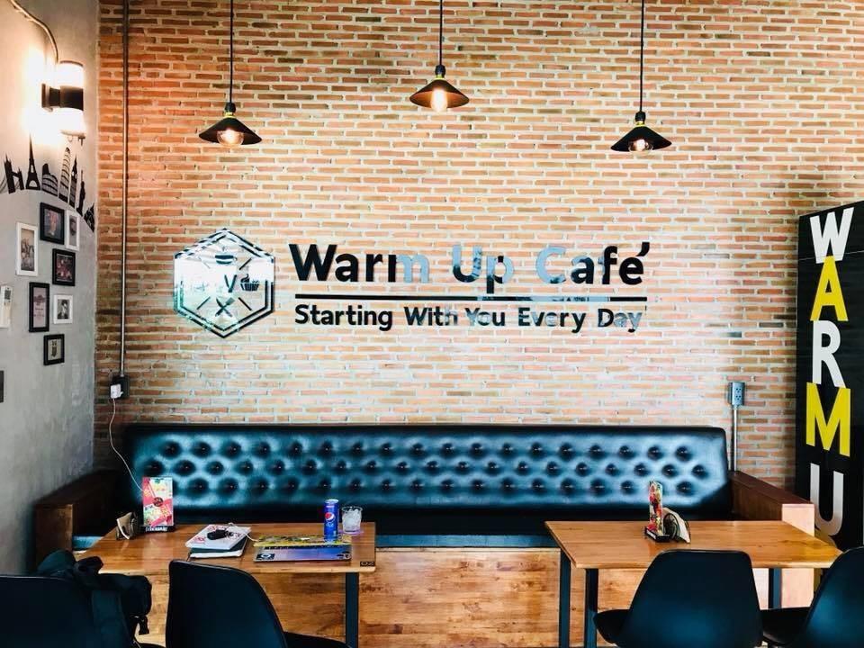 Warm Up Cafe'