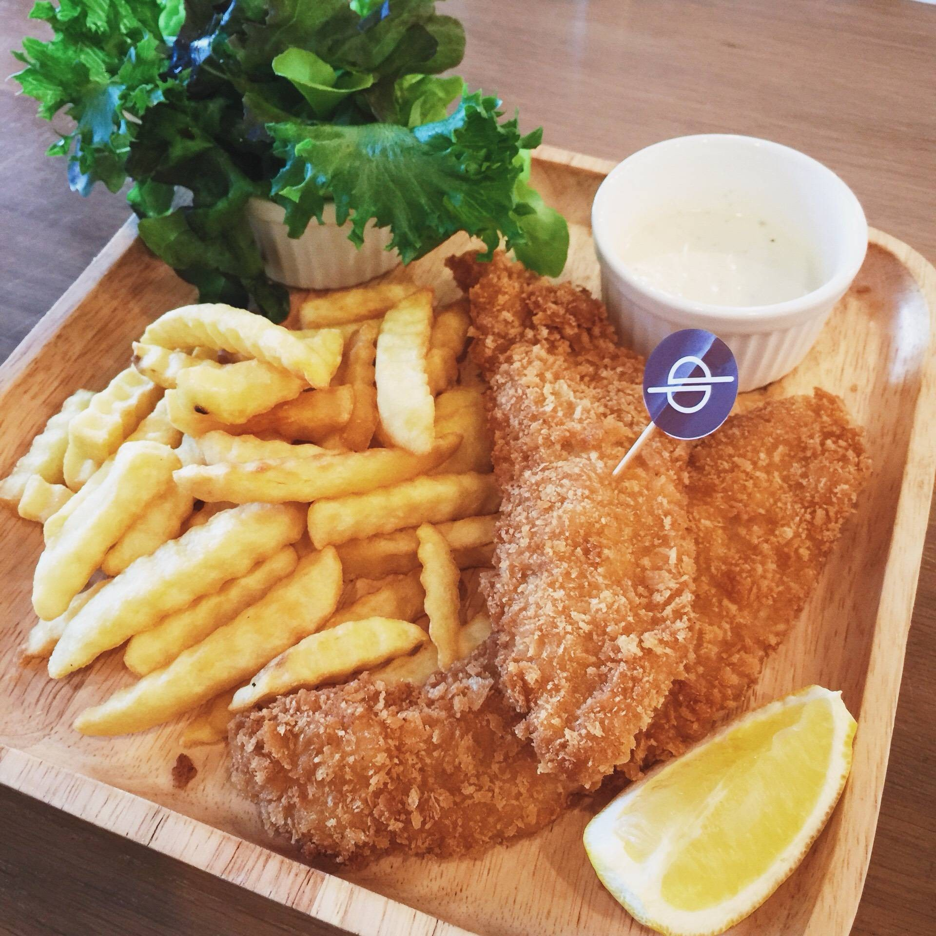 fish and chip with garlic bread