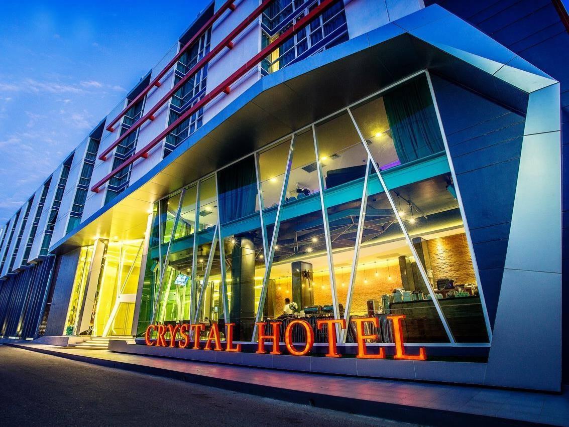 โรงแรมคริสตัล