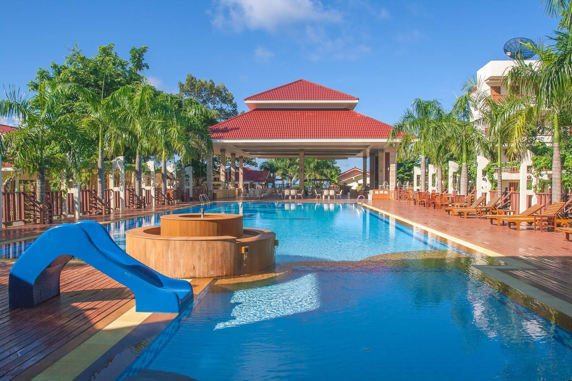New Travel Beach Resort Hotel