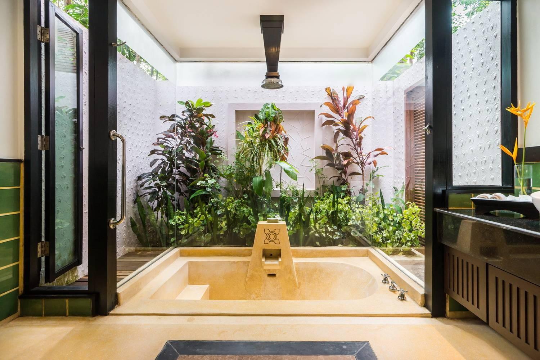 อ่างอาบน้ำขนาดใหญ่พร้อม rain shower