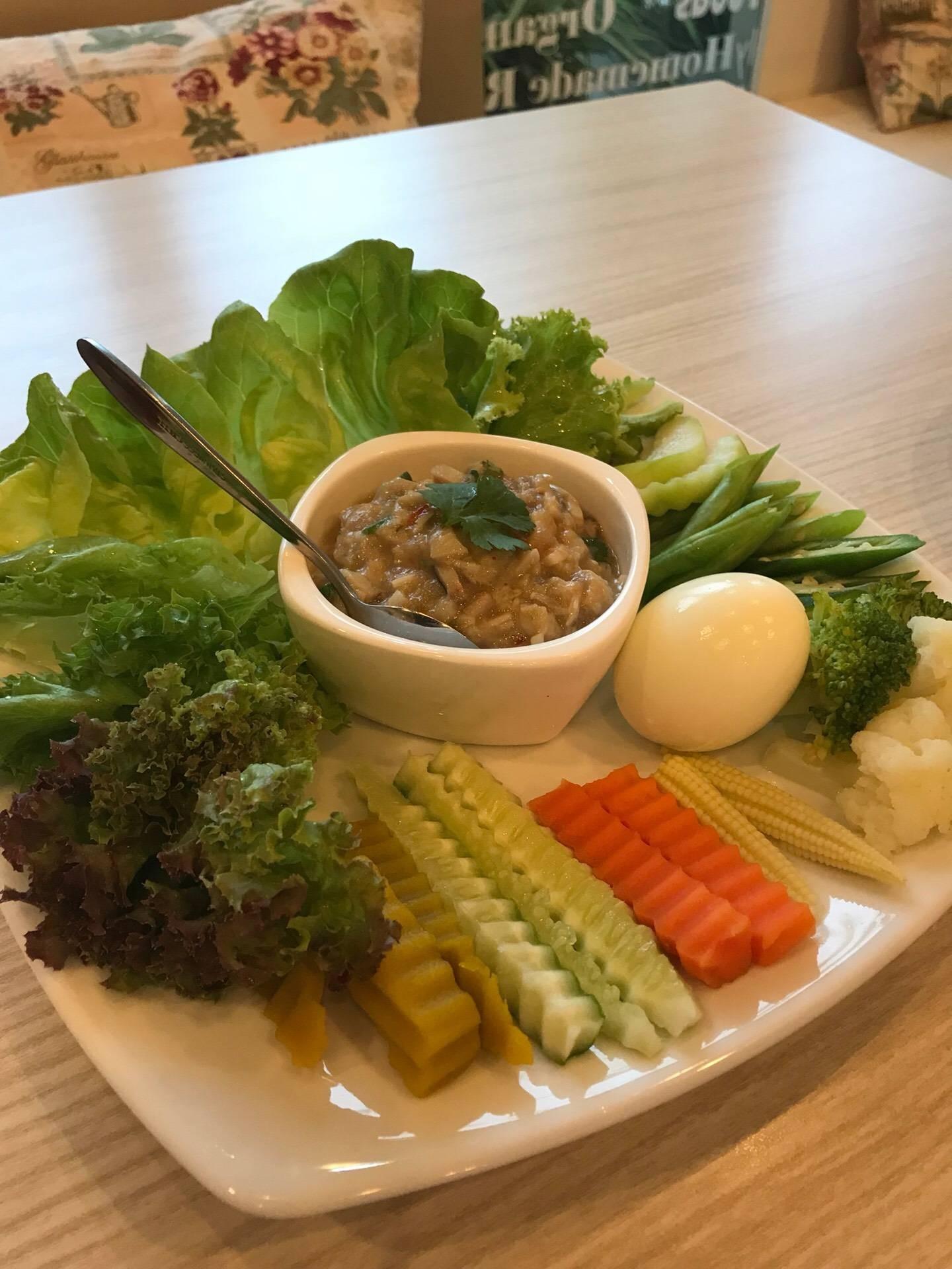 Salada Organic Kitchen (ซาลาด้า ออร์แกนิค คิทเช่น) บองมาเช่
