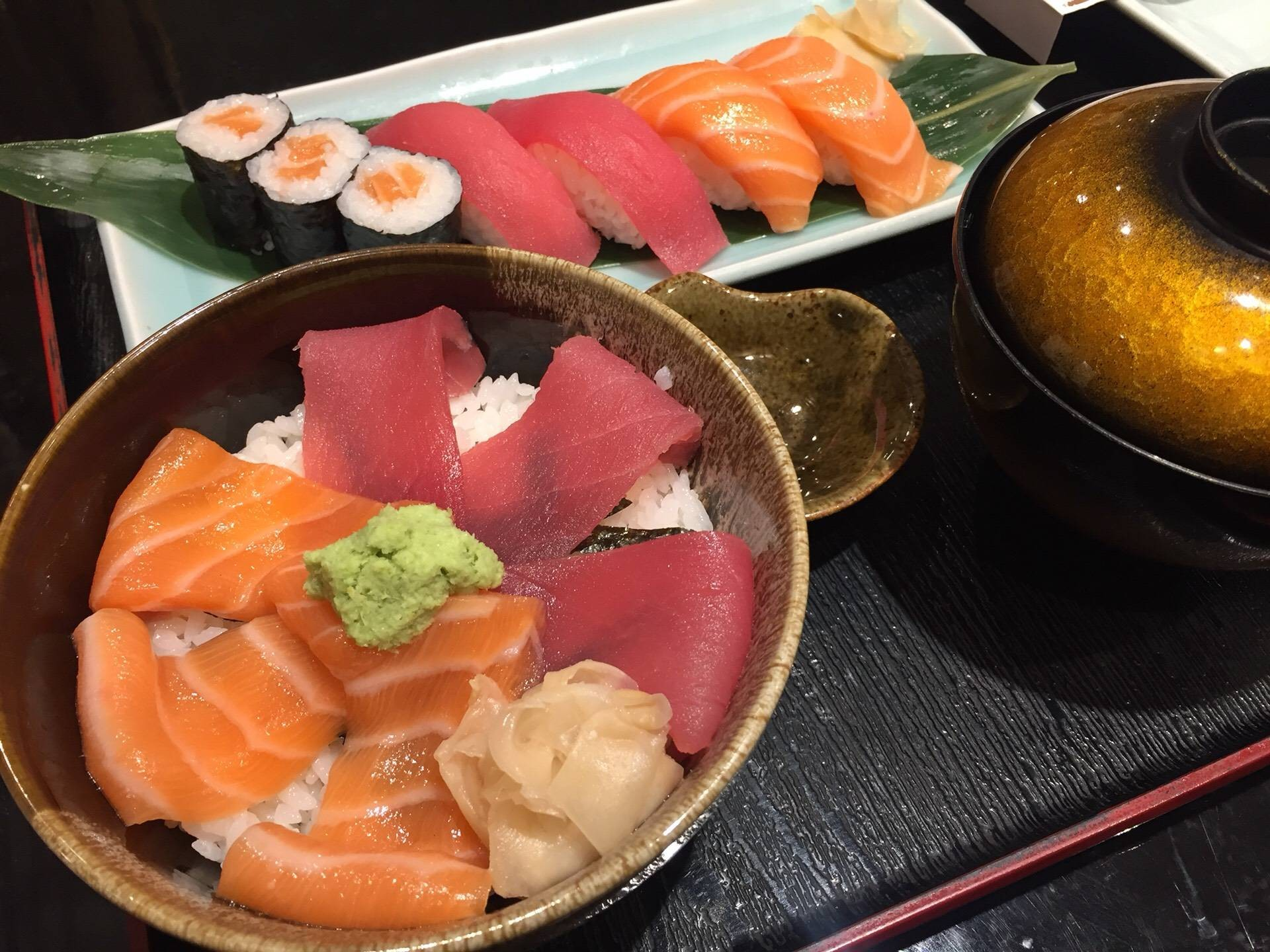 เนื้อปลาซาชิมินุ่มละมุนกินกับข้าวอร่อยลงตัว
