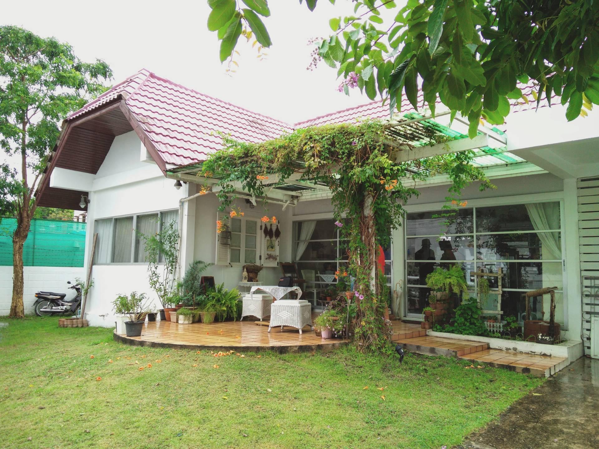 White Home Cafe Huahin