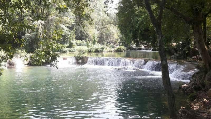 น้ำตกชั้นนี้ค่อนข้างสวย และมีบริเวณที่กว้างขวาง