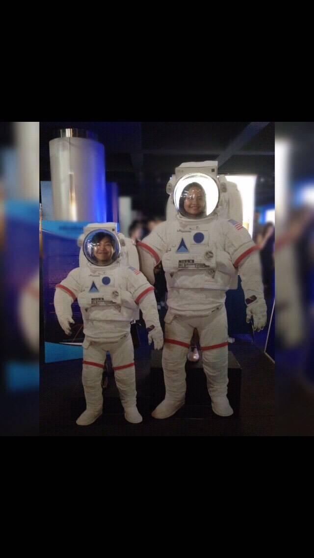 สองนักบินอวกาศจอมมโน